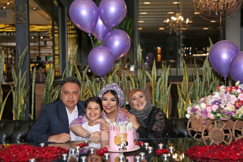 سحر الهی در کنار خانوادهاش